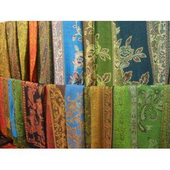 Gemischter Posten von gemusterten Schals dezente Farben nur 2,90 Euro
