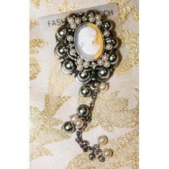 Brosche Silberimitat mit verschiedenen Perlen und Glitzersteichen