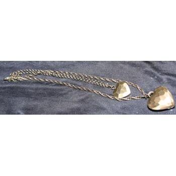 Halskette mit einem großen und einem kleinen Herz als Anhänger. 5% Rabatt im Juli und August