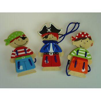 12-885563, Holzfiguren Piraten, Übungshilfe zum Schuhe binden