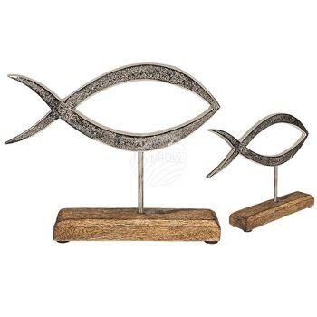 Silberfarbener Metall-Fisch auf Holz-Standfuß