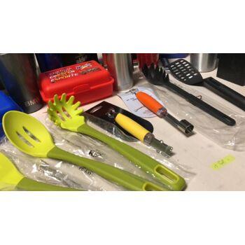 ca. 50000 Stk. Mix Haushaltartikel: Spaghettilöffel, Tablet, Pfannenwender, Flaschenöffner, Zitronenschäler etc. Restposten