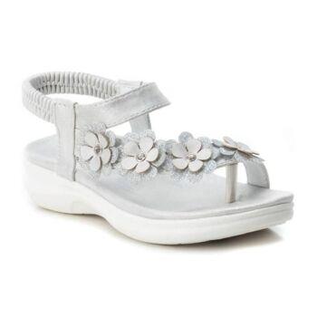 Verschiedene Sandalen für Kinder