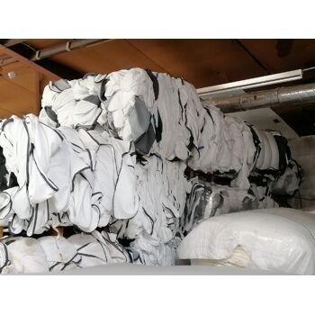 Matratzenbezüge verschmutzt - teilw. beschädigt