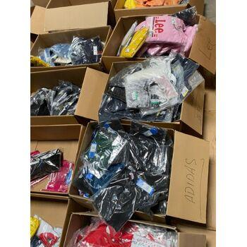 Super Ware, Mischposten Textilien von Nike, Addidas, Karl Kani, Puma, Champion, Umbro, Lee und anderen Top Marken