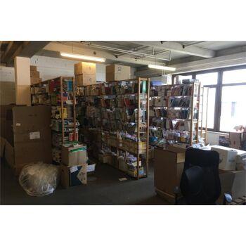 Posten Bücher und Regale bestehend aus ca. 120000 Bücher insgesamt davon 21000 verschiedene Bücher